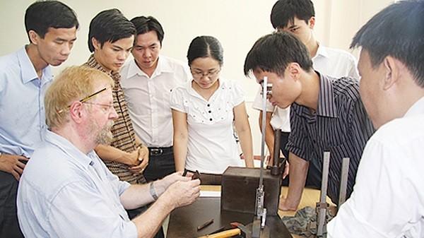 Người nước ngoài vào Việt Nam làm việc, học tập có xu hướng tăng