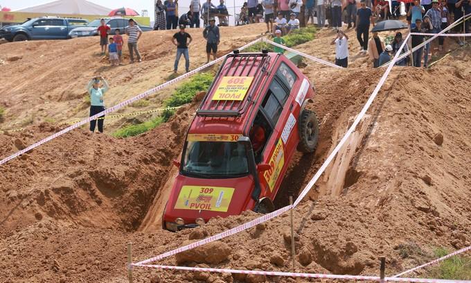 Hàng trăm tài xế Việt tranh tài off-road