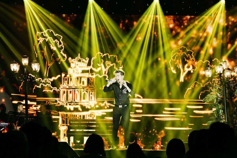 Đàm Vĩnh Hưng được fan tổ chức sinh nhật lần thứ 48 sau khi tâm sự nỗi niềm riêng