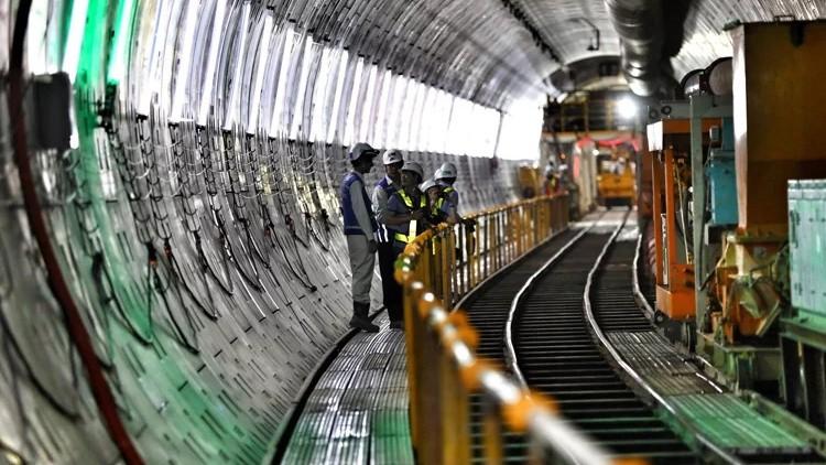 Tuyến Metro Số 1 đã làm được 67%, dự kiến hoàn thành cuối năm 2021. Ảnh: Hữu Khoa/VnE