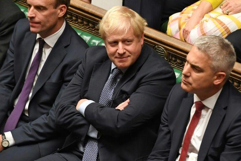 Thủ tướng Anh Johnson (giữa)