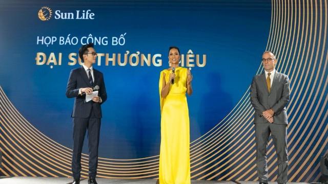 Hoa hậu H'Hen Niê làm Đại sứ thương hiệu của Sun Life Việt Nam