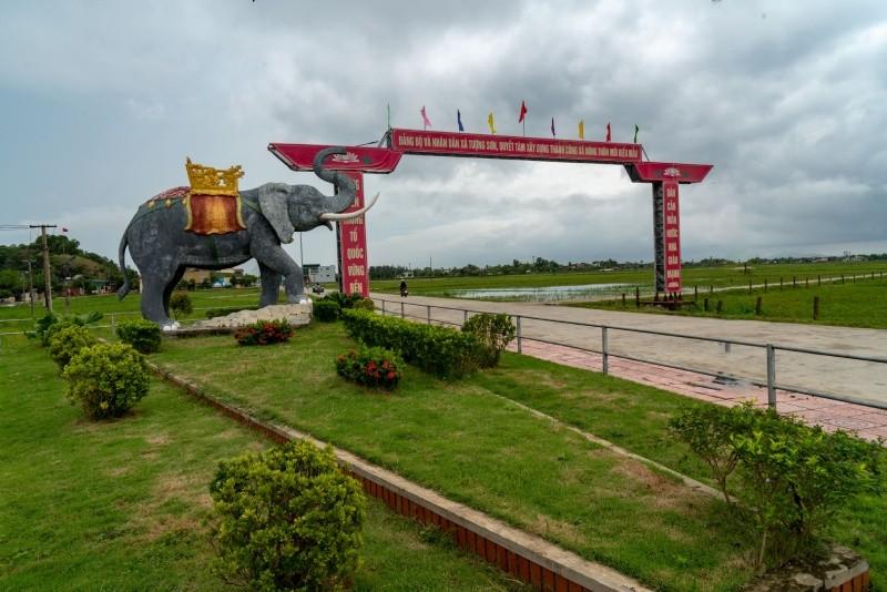 Con Voi được đắp bằng Xi măng là biểu tượng của xã Tượng Sơn – xã đạt chuẩn Nông thôn mới nâng cao của huyện Thạch Hà