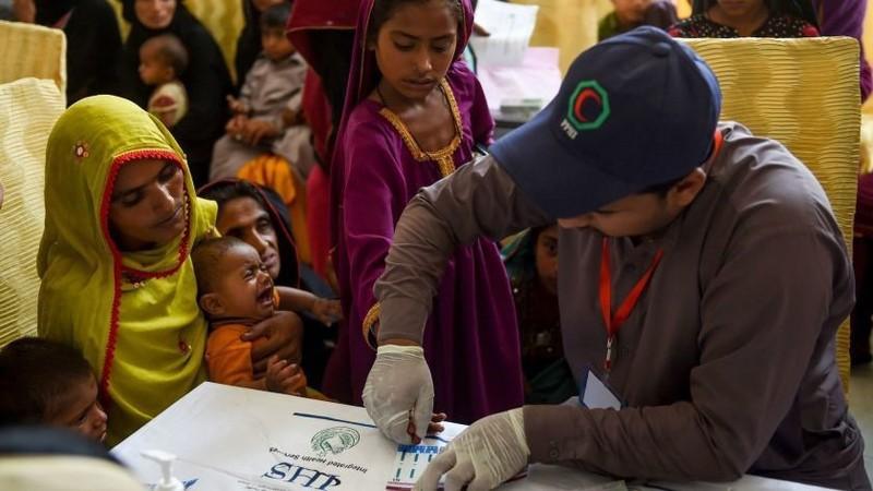 900 trẻ nhiễm HIV nghi do bác sĩ dùng lại ống tiêm