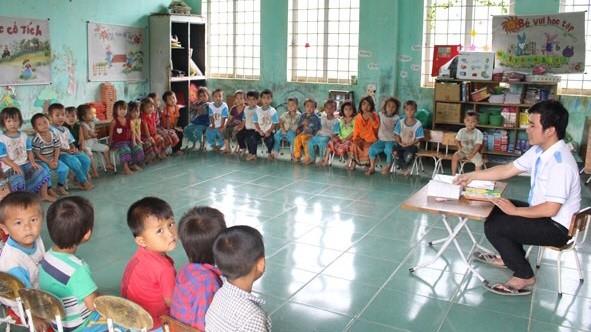 Các thầy giáo mầm non làm nên sự thú vị của nghề nuôi dạy trẻ
