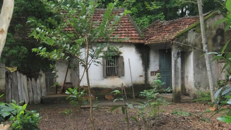 Nghệ An: 12 hộ dân sống 'tạm' trên đất của mình