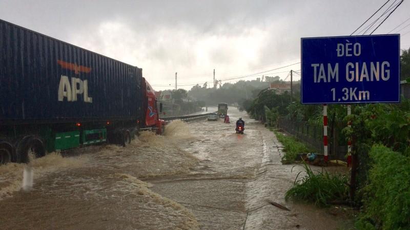 Mối họa ngập nước với các hộ dân Chí Thạnh ven QL1A