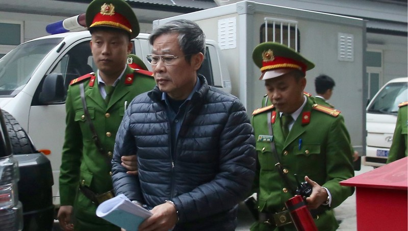 Cựu Bộ trưởng Thông tin và Truyền thông Nguyễn Bắc Son ra tòa.