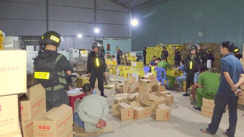 Đồng Nai: Bắt quả tang cơ sở làm giả, nhái thương hiệu nước tăng lực nổi tiếng