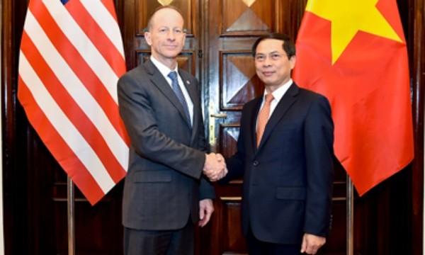 Thứ trưởng Thường trực Bộ Ngoại giao Bùi Thanh Sơn và Trợ lý Ngoại trưởng Mỹ David Stilwell