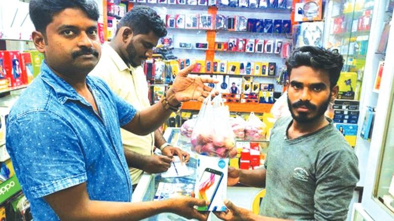 Ấn Độ chao đảo vì khủng hoảng... hành tây