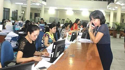 Khách hàng giao dịch tại KBNN Hà Nội