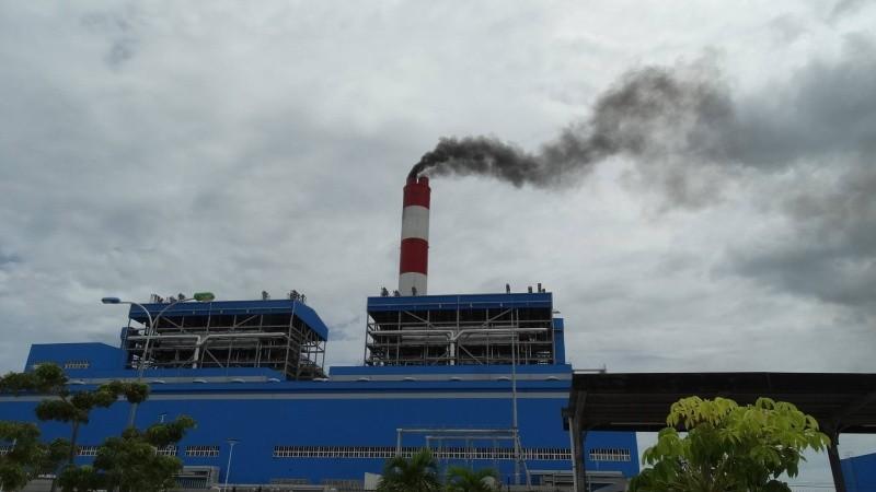 Một nhà máy nhiệt điện chạy thử trước khi chính thức vận hành, tháng 10/2014