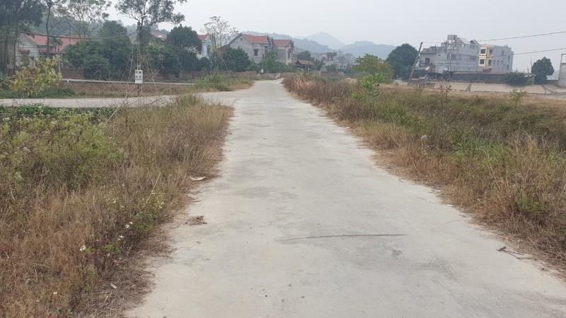 Tuyến đường nông thôn mới ở thôn Tân Sơn bị người dân phản ánh đắt gấp 3 lần bình thường