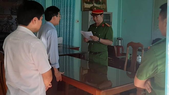 Tống đạt lệnh bắt giam với Chủ tịch UBND huyện Đức Cơ