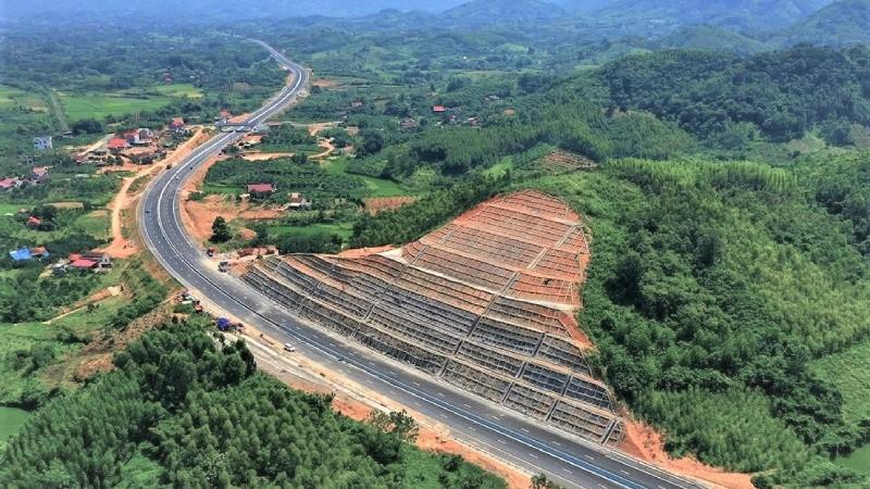 Cao tốc Bắc Giang - Chi Lăng hoàn thành, tạo thuận lợi để đi lại và thông thương hàng hóa tuyến Hà Nội - Lạng Sơn