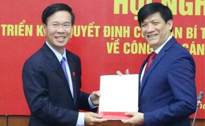 GS Nguyễn Thanh Long (phải) vừa được điều động, bổ nhiệm làm Thứ trưởng Bộ Y tế