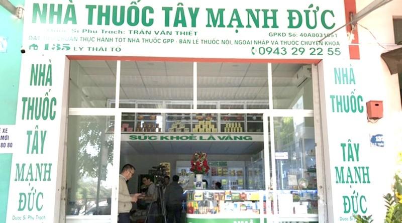 Nhà thuốc Mạnh Đức (TP Buôn Ma Thuột, Đắk Lắk) bị rút giấy phép hôm 4/2 về lỗi găm hàng; không mở sổ theo dõi hoạt động mua, bán thuốc