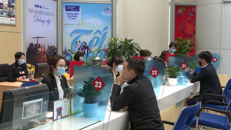 Ngân hàng trang bị khẩu trang cho giao dịch viên để phòng tránh virus Corona
