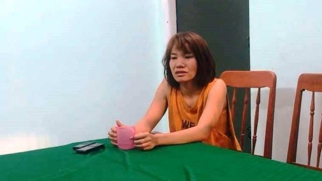 Đối tượng Huyền sau khi gây án đã đến cơ quan công an tự thú.  (Hình: Quốc Triều/dantri.com.vn)