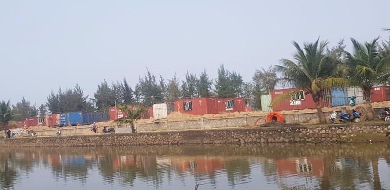 Hàng loạt container được thay thế lều bạt khi chưa được các cơ quan có thẩm quyền phê duyệt cấp phép