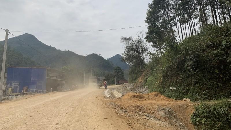 Một đoạn trên trục đường tỉnh lộ 254 vẫn chưa được hoàn thiện