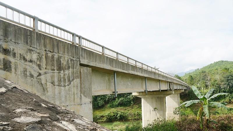 Cầu 30 tỷ đồng 6 năm chờ đường dẫn
