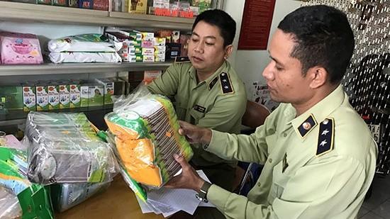 Khẩu trang y tế, nước sát trùng… là những mặt hàng được QLTT kiểm tra chặt việc công khai giá bán