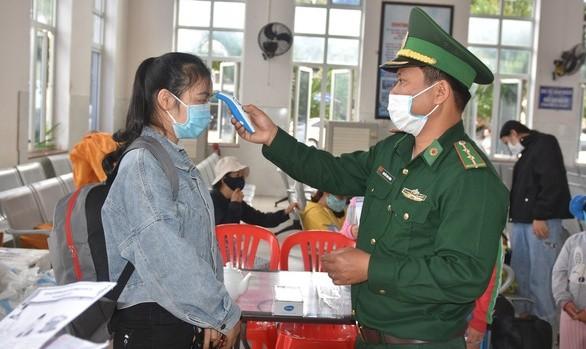 Đồn biên phòng cửa khẩu cảng Sa Kỳ sẽ chốt chặn kiểm tra kỹ du khách ra đảo Lý Sơn - Ảnh: Trần Mai