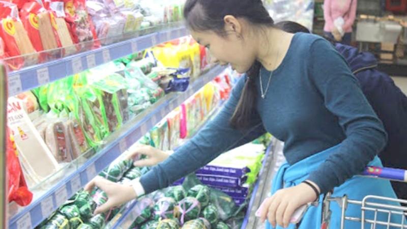 Hàng hóa tại siêu thị luôn đủ để cung ứng cho người dân.