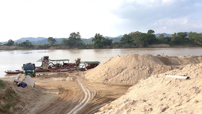 Siết hoạt động khai thác cát, sỏi lòng sông