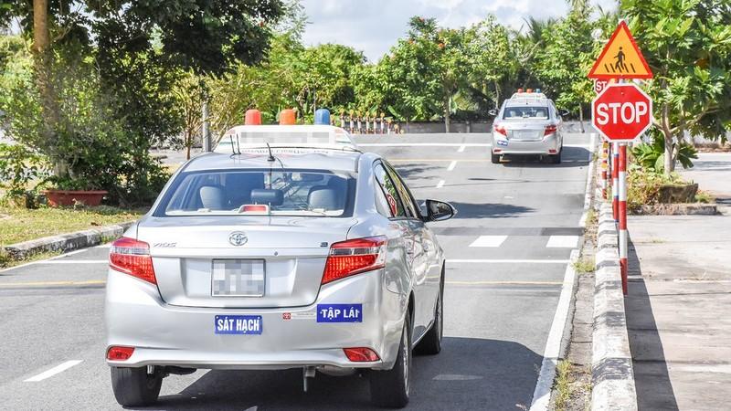 Hàng loạt giáo viên dạy lái xe sử dụng văn bằng chứng chỉ rởm: Sở GTVT TP HCM nói gì?