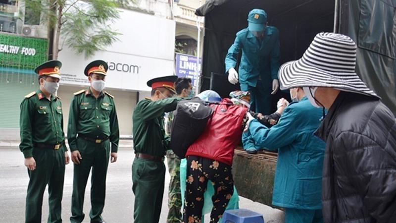 Bộ Tư lệnh Thủ đô Hà Nội đã tổ chức 60 chuyến xe chở bệnh nhân chạy thận đi bệnh viện mỗi ngày