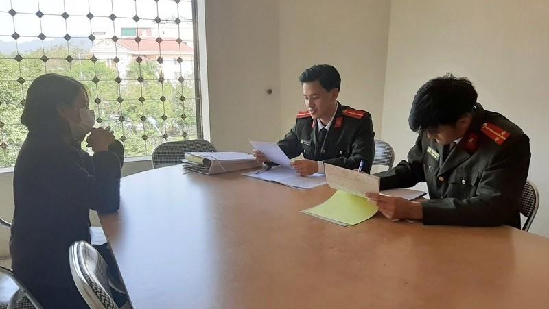 Công an TP Lào Cai lập biên bản xử phạt người tung tin đồn thất thiệt liên quan đến bệnh nhân số 17  (Ảnh minh họa)