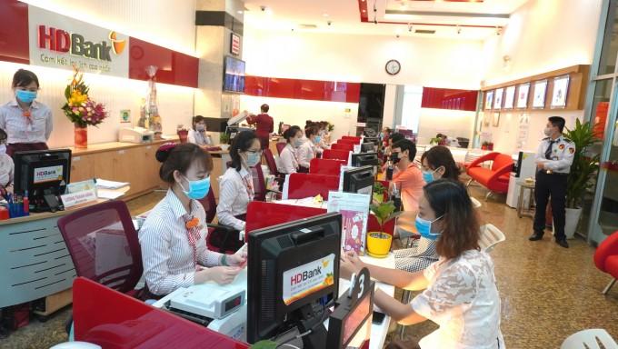 HDBank tiếp tục trang bị 25 máy nước mặn trị giá gần 3 tỷ đồng hỗ trợ sinh hoạt người dân 5 tỉnh Đồng bằng Sông Cửu Long bị hạn nặng.