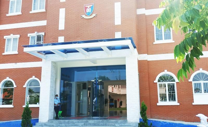 Bị phản ứng vì thu học phí, Trường Việt Anh nói gì?