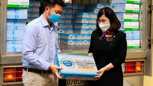 Trao yêu thương qua triệu hộp sữa theo cách của Cô Gái Hà Lan