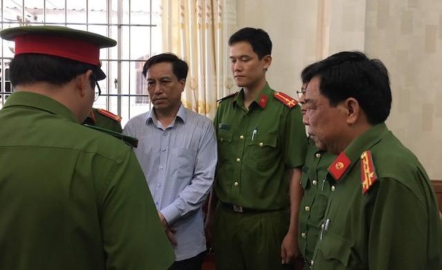 Thi hành quyết định bắt tạm giam Diệp Văn Thạnh, nguyên Chủ tịch UBND TP Trà Vinh vào năm 2019 vì xảy ra sai phạm liên quan việc miễn giảm chính sách cho người có công