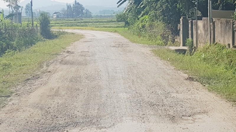 Tuyến đường tả ngạn sông Lam: 10 năm thi công, chưa bàn giao đã hỏng