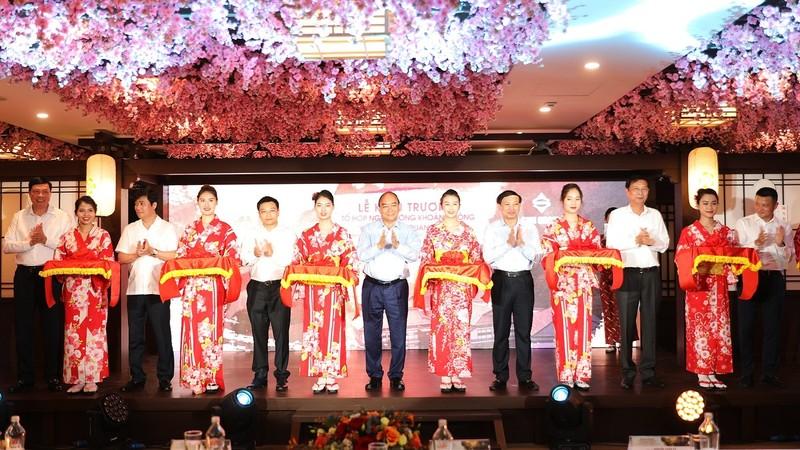 Thủ tướng Nguyễn Xuân Phúc cắt băng khánh thành dự án Yoko Onsen Quang Hanh