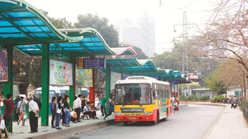 Nhiều nhà chờ xe buýt tại Hà Nội đã có chỗ ngồi, mái che