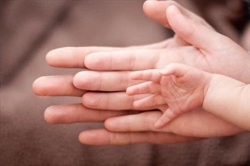 Ở đời, không ai có quyền chọn cha mẹ cho mình, nhưng cha mẹ thì có quyền lựa chọn sinh con hay không và sẽ cho con cuộc đời như thế nào.  (Ảnh minh họa)