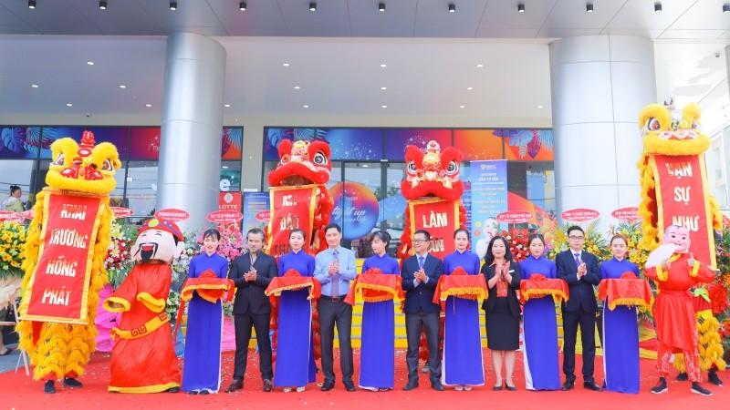 VNVC Thủ Đức tọa lạc tại Tầng 2, Cao ốc chung cư Moonlight Residences, Số 102 Đặng Văn Bi, P. Bình Thọ, Q. Thủ Đức, TP Hồ Chí Minh, với diện tích lên đến 1.000m2, gần 30 phòng khám và phòng chích, có khả năng phục vụ hàng ngàn lượt khách mỗi ngày