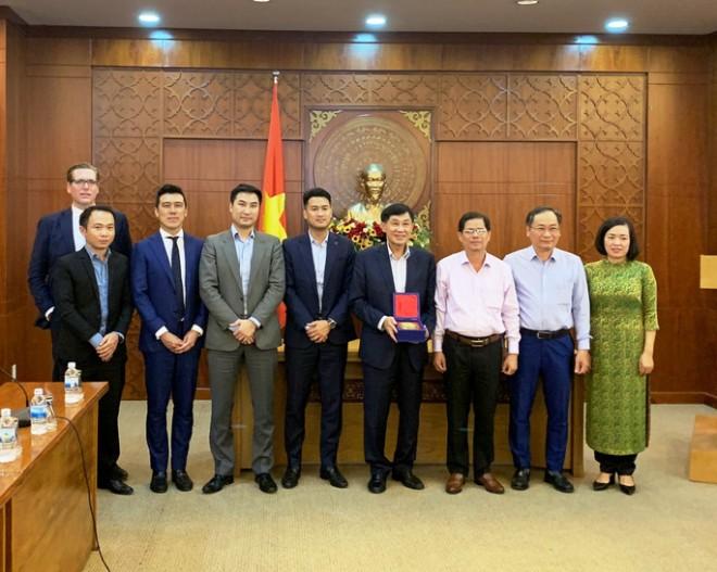 Tỉ phú Johnathan Hạnh Nguyễn xin đầu tư vào Bắc Vân Phong - Ảnh 2