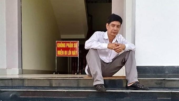 Ông Lương Hữu Phước ngồi tại TAND tỉnh Bình Phước trước khi HĐXX phúc thẩm tuyên án