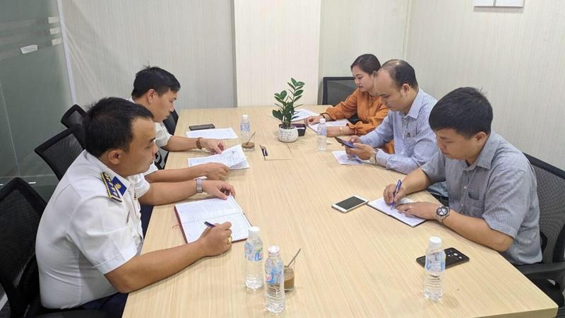 Đại diện Công ty Cổ phần Titan Việt Nam làm việc với Phòng Pháp luật, Bộ Tư lệnh Vùng Cảnh sát biển 2