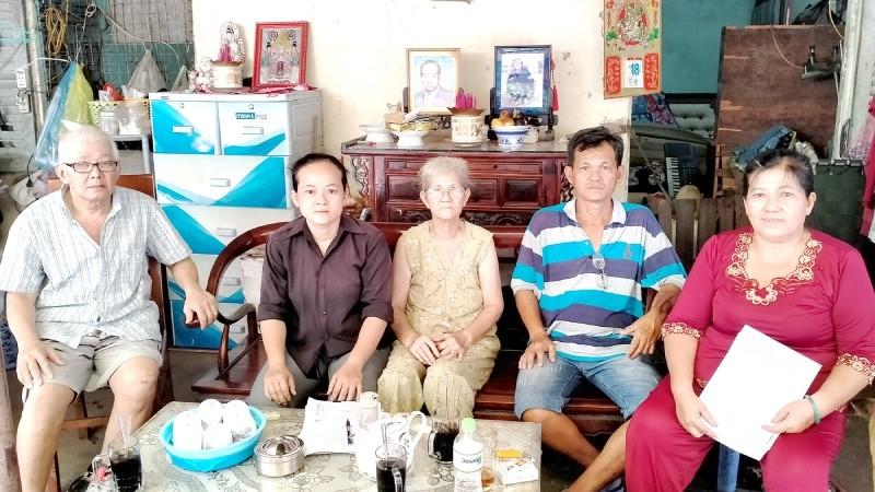 """Tiếp bài """"gia đình bị cắt hộ khẩu 15 năm"""" ở TP HCM: Gia đình bà Nuôi có """"xâm phạm chỗ ở""""?"""