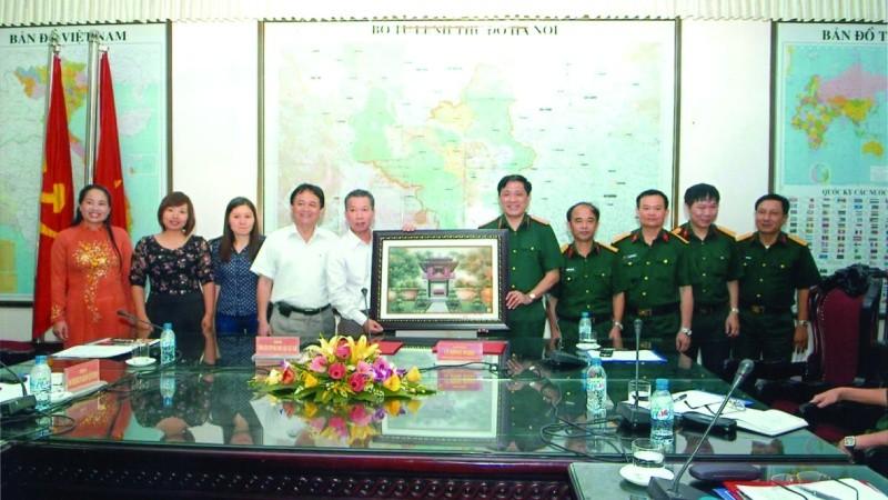 Báo PLVN và Bộ Tư lệnh Thủ đô Hà Nội ký kết quy chế phối hợp tuyên truyền về công tác quân sự quốc phòng