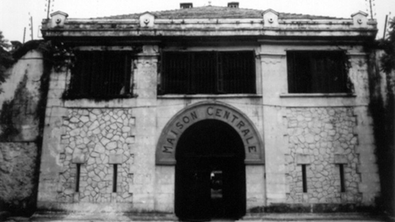 Nhà tù Hỏa Lò cũ ngày mới xây dựng
