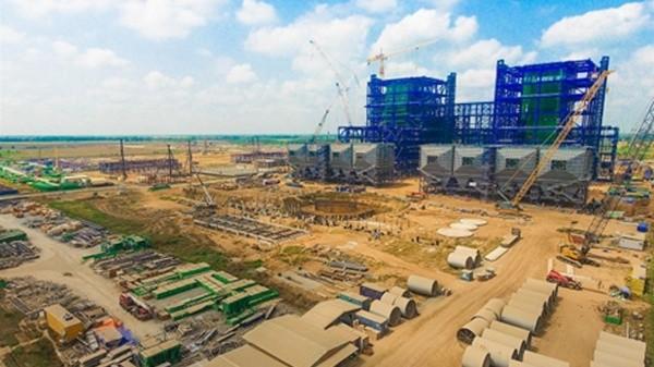 Sau gần 10 năm khởi công dự án, tiến độ xây dựng NMNĐ Long Phú 1 mới đạt hơn 77%.